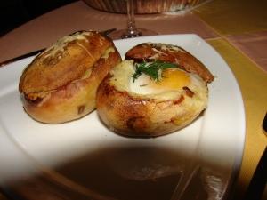 O reteta simpla: oua in cartofi